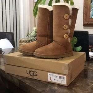 Bailey Button Triplet Tall Uggs Boots 👢 💕😘😍